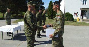 Pozornik Luka Horjan iz Vojne policije Najbolji polaznik 19. naraštaja Izobrazbe za razvoj vođa
