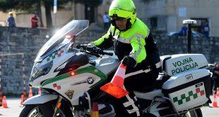 OBILJEŽEN DAN POLICIJE Na pulskoj Karolini policijski motociklisti prezentirali svoje vještine vožnje